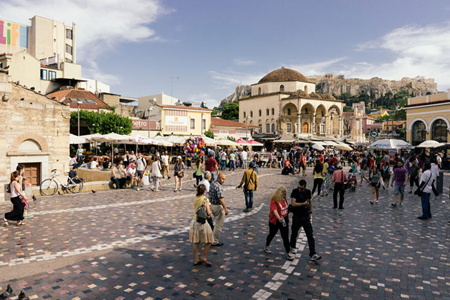 Площадь Монастираки на фоне Акрополя