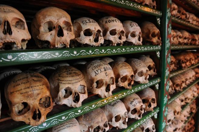 """Афонские монахи пригрозили властям Греции """"восстанием мертвых"""""""