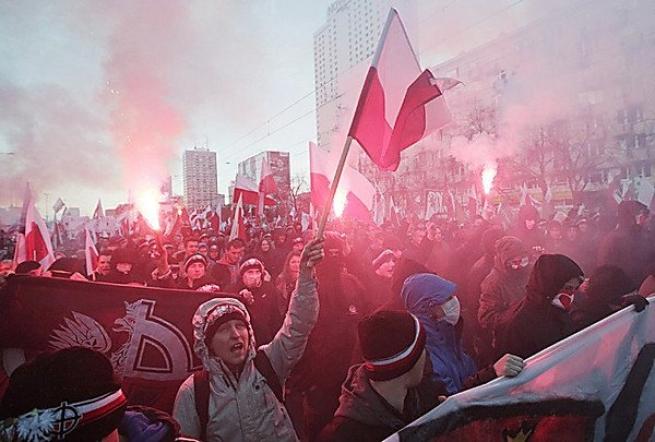 поляки жгут флаг украины