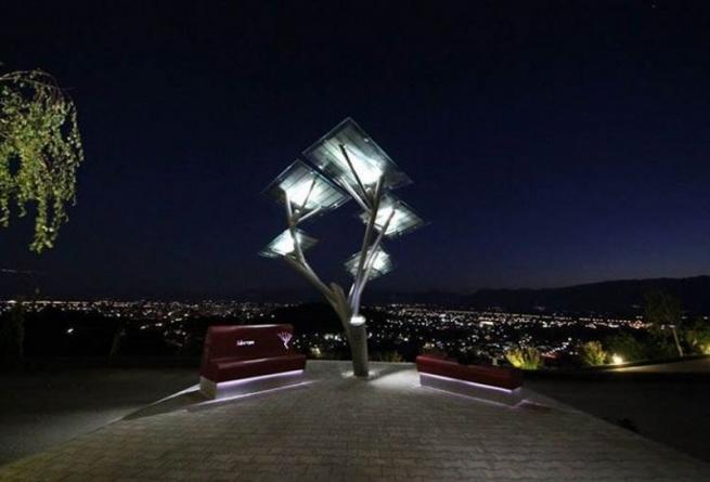 """Фотовольтовые деревья """"растут"""" в Греции"""