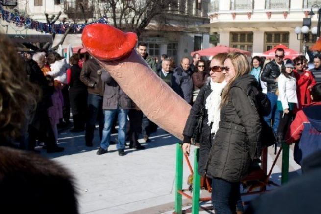 Фаллический карнавал в г. Тирнавос в Греции