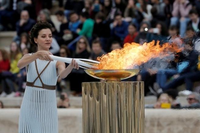 Греция передала олимпийский огонь организаторам Олимпиады-2018