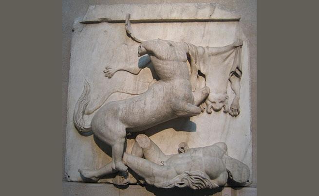 Фрагмент фриза Парфенона - кентавромахия – битва греков-лапифов с кентаврами