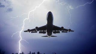 В самолет Aegean ударила молния