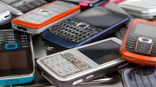 Вперед в прошлое: россияне активно покупают кнопочные телефоны
