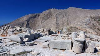 Два британских туриста упали со скалы на острове Санторини