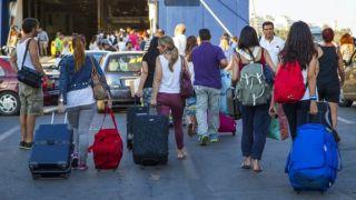 Греки начинают уезжать из Афин на пасхальные каникулы