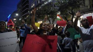 Курды пытались прорваться к посольству Турции, но были оттеснены полицией