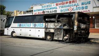 В центре Афин сожгли туристический автобус