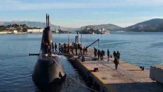 ВМФ Греции приглашает школьников на подводную лодку и на ракетный катер