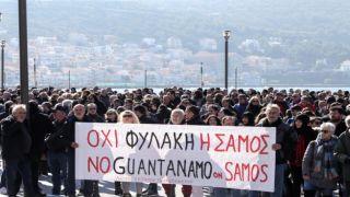 Греки протестуют против переполненных лагерей беженцев