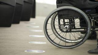 Подъемник для инвалидов появился в афинском кинотеатре