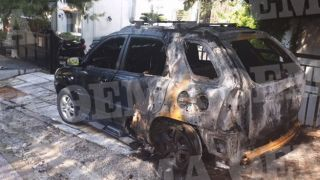 Неизвестные сожгли 2 машины и 3 мотоцикла в районе Кареа