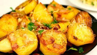 Картофель запечённый с сыром и беконом.