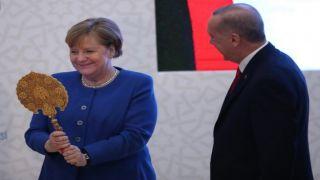 «Свет мой, зеркальце...»: Эрдоган угодил Меркель с подарком