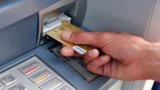 Банкоматы: Комиссионные до 3 евро за снятие средств с карт в других банках