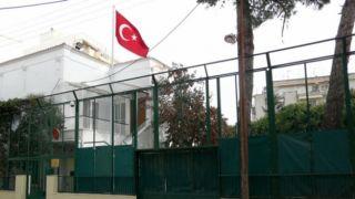 """Салоники: Неизвестные забросали """"коктейлями Молотова"""" консульство Турции"""