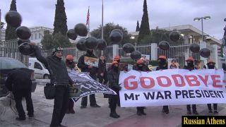 Афины: Напротив посольства США прошел флеш-моб «Прощай президент войны»