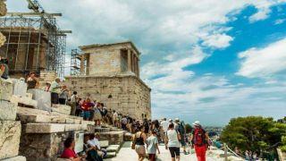 Греция: Меньше туристов, больше доходов в первом полугодии 2019