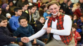 В Германии привлекают волонтеров к работе с беженцами