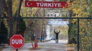 Джихадист оказался в нейтральной зоне на границе Греции и Турции