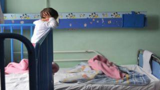 На свободе родители троих детей, брошенных на улице в Патрах