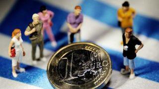 Греческий внешний долг составляет почти 30 000 евро на человека