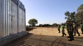 Новый забор на границе в Эвросе: 26 км из цемента и стали