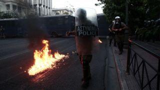 Полицейский помог сбежать участнику беспорядков