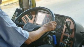 Водитель школьного автобуса потерял сознание за рулем...