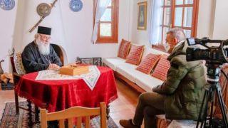 Архиепископ Иеронимос призывает людей оставаться дома в обращении к народу Греции