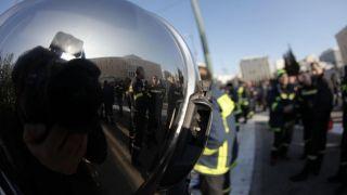 Пожарные провели акцию протеста на Синтагме