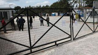 Вход в лагерь Малакасы будет отслеживаться