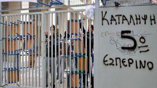 Греция: более 100 забастовок в школах против антивирусных мер