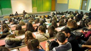ΕΛΣΤΑΤ: Многие поступили в институты, но не многие получили диплом