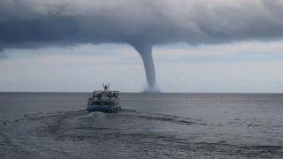 В Греции зафиксировано 107 торнадо и водных смерчей