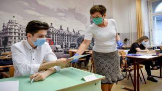 Коронавирус: откладывается ли открытие школ