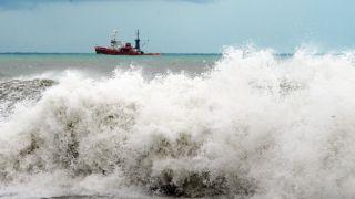 Штормовой ветер до 111 км/ч в Греции