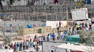 """Компартия Греции высказалась против  """"создания концентрационных лагерей для беженцев"""""""
