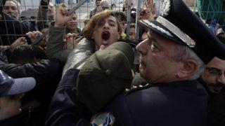 """""""Нас не пускают в Грецию""""- нелегалы пожаловались на пограничников"""