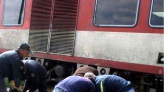 Поезд задавил нелегала спавшего на рельсах.