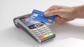 """Греки стали больше использовать технологию """"бесконтактного"""" метода оплаты банковскими картами"""