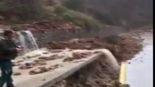 На Афоне размыло центральные дороги (видео)