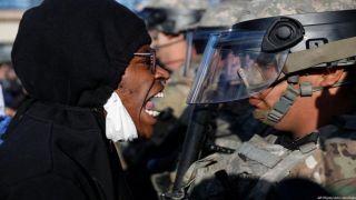 Что делать Зеленскому в связи с мирными протестами в США?