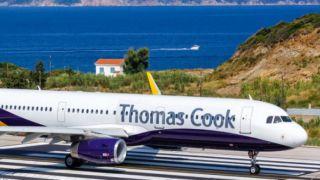 """50 тысяч туристов  """"Thomas Cook"""" застряли в Греции"""