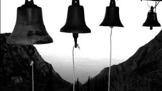 Греция: Священники всю неделю будут бить в колокола