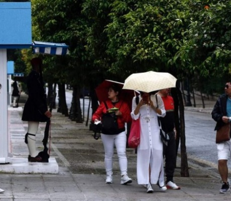 Грозы с ливнем и градом обрушились на Афины