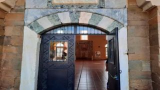 Ответка за Софию: в Трикала забросали камнями мечеть