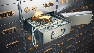 Банковские ячейки: потерпевшие назвали сумму потерь в 5 млн. евро