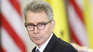 США продлили срок работы Пайетта послом в Греции еще на год